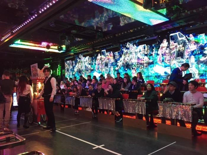 erfahrungsbericht, essen, geheimtipp, öffnungszeiten, robot restaurant, shinjuku, tokio
