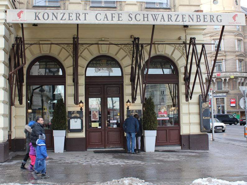 Im Café Schwarzenberg trifft Meyers eine Zeugin.