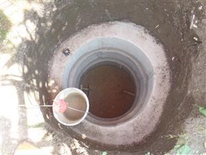 Deutliche Stufen aufgrund der konischen Schalung - aber noch kein Wasser in Sicht