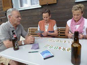 Dafinser Gastfreundschaft: Bier und ein Jass-Schnellkurs