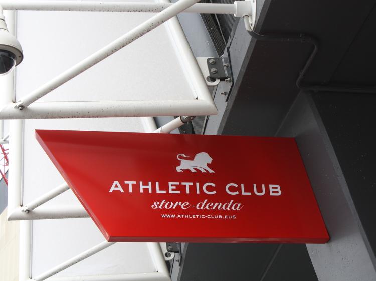 Der Eingang zum Fanshop