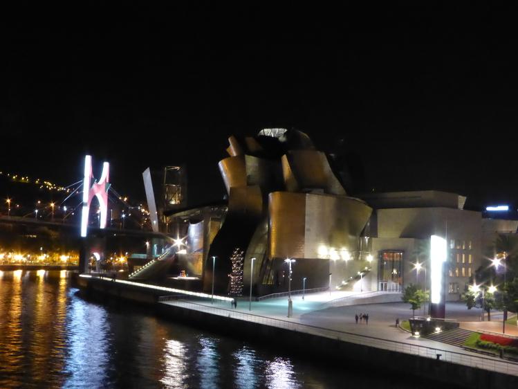 Das Guggenheim Museum bei Nacht