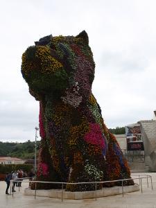 Puppy, ein Hund aus Blumen, vor dem Guggenheim Museum.