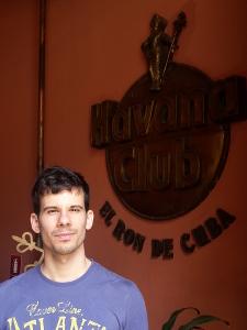 Vor dem Rum-Museum in Havanna. Prost!
