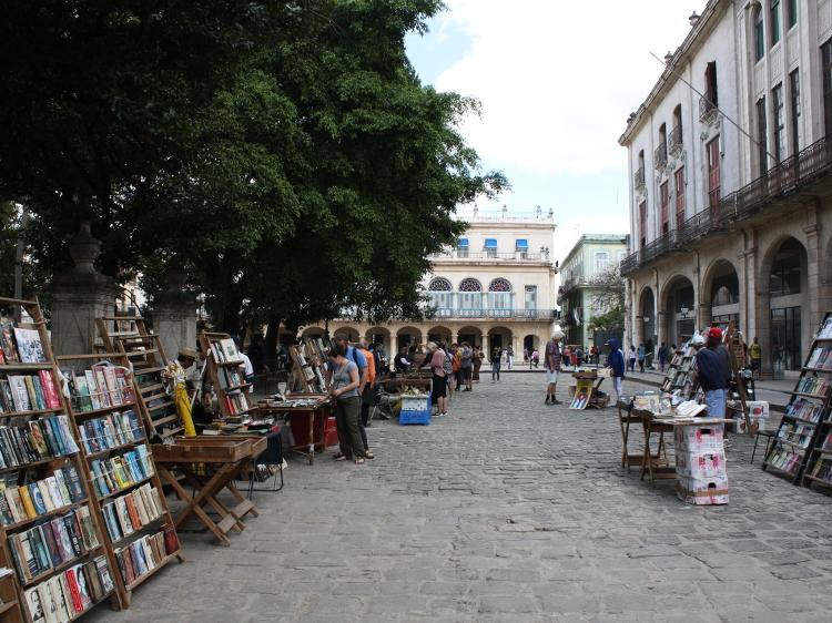 Büchermarkt nahe des Plaza Vieja