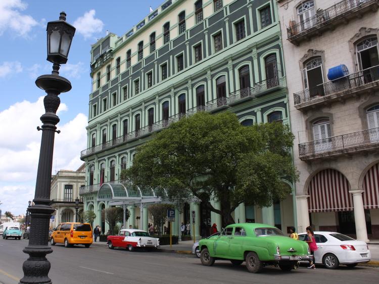 Die Oldtimer prägen das Straßenbild Havannas