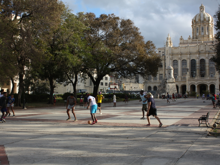 Parkkicken vor dem Revolutionsmuseum