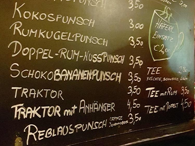 """Beim nächsten Besuch beim Mödlinger Christkindlmarkt unbedingt """"Traktor mit Anhänger"""" bestellen."""