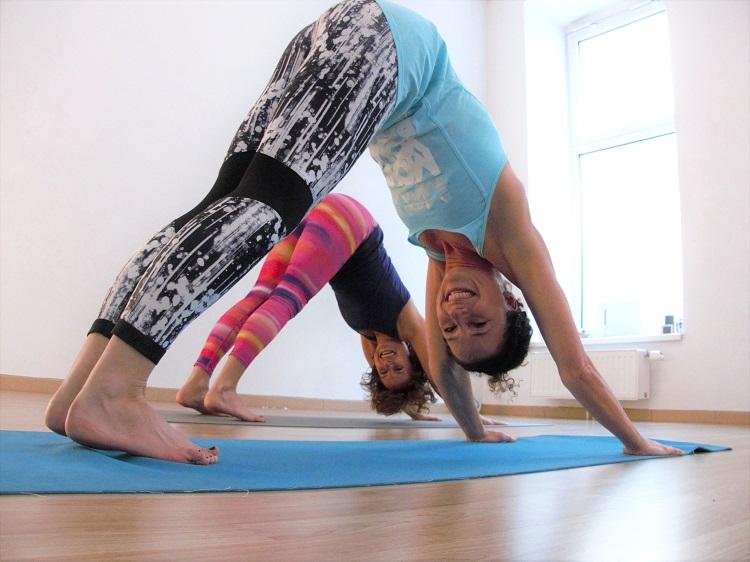 Power Yoga ist eine Form des Hatha Yogas.