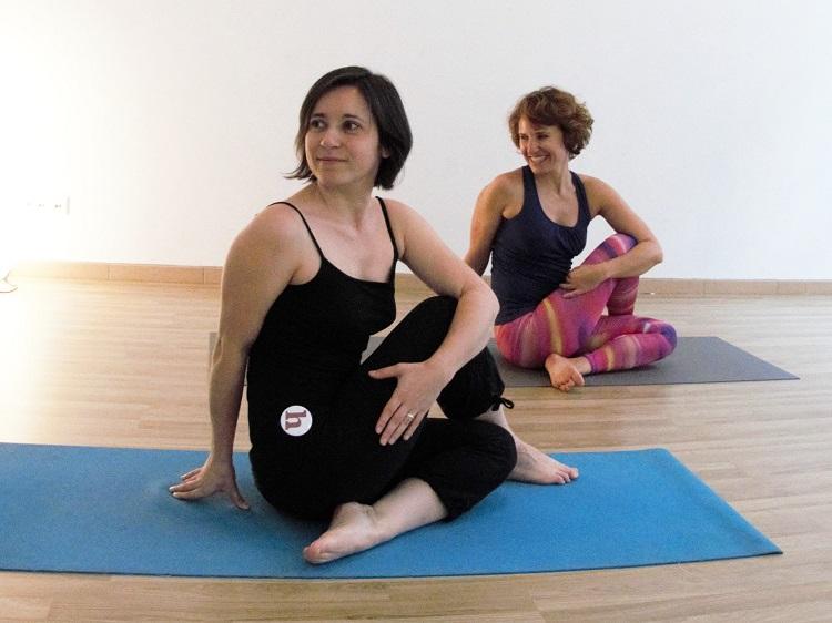 Auch beim Yoga gilt: Gut aufwärmen, bevor die Wibelsäule getwistet wird.