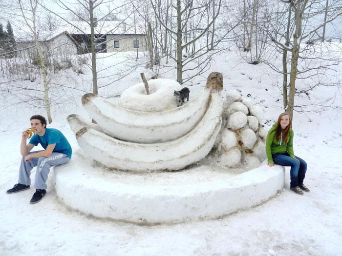 Snow-Art-Künstler Stefan Hillinger Obst aus Schnee