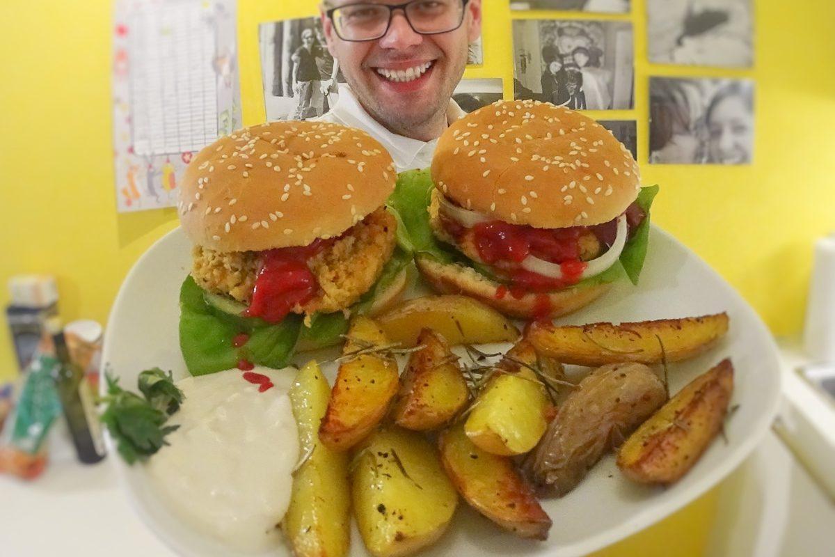 Fleischklassiker vegan: Seitan-Burger mit Rosmarinkartoffeln