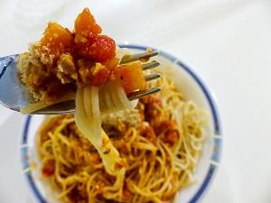Fleischersatz, Spaghetti, Bolognese, Seitan, Rezept, Seitan-Bolognese, selbstgemacht, selbstgemachter Seitan, vegan, veganer Parmesan, Video, vegane Bolognese