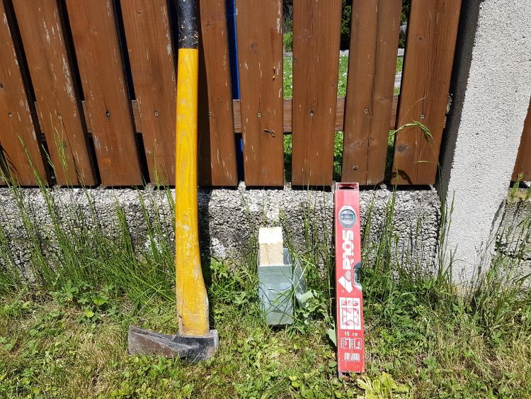 Schritt 1: Bodenhülsen im Boden versenken