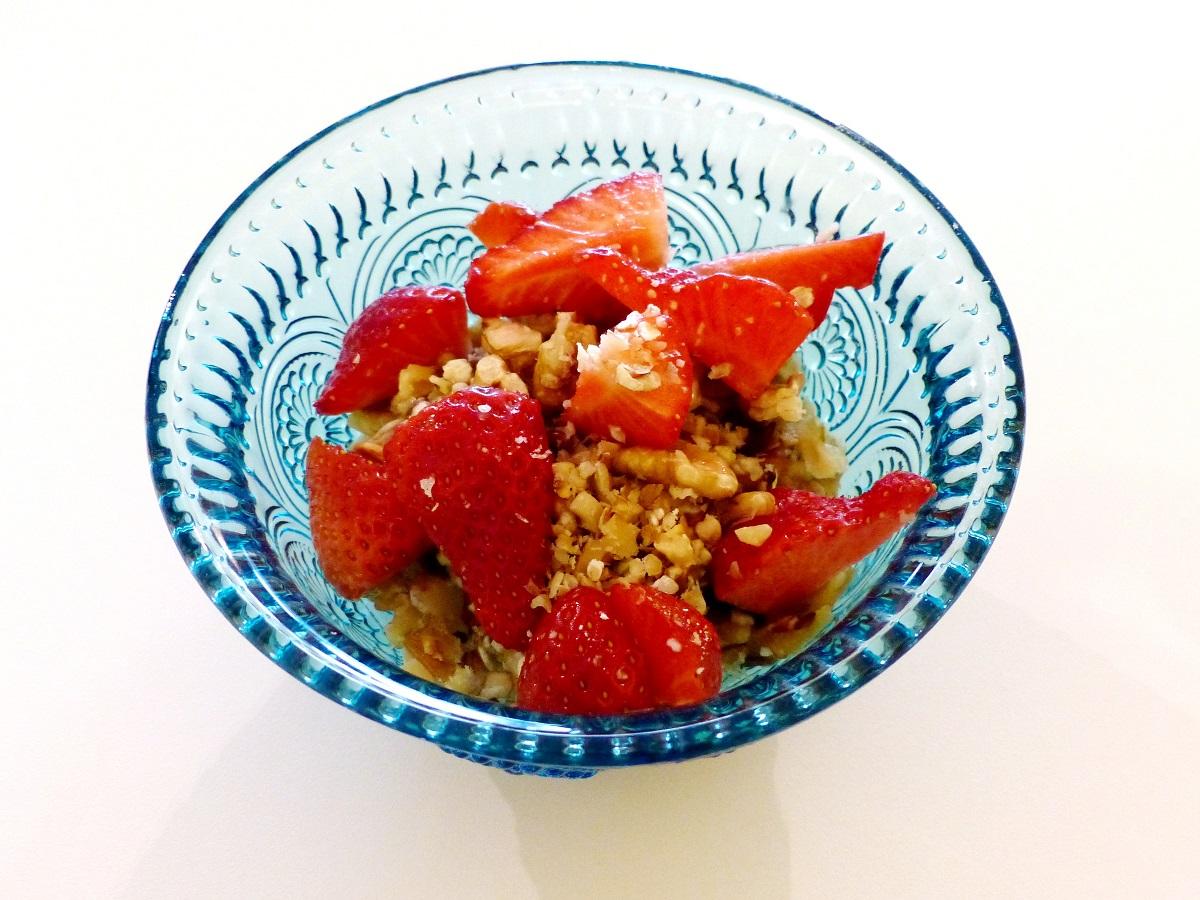 apfel erdbeeren muesli vegan rezept klassiker helden der freizeit. Black Bedroom Furniture Sets. Home Design Ideas