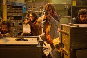 Action-Komödie Free Fire – ein Schuss ins Schwarze oder ins Knie?