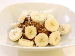 fruehstueck, vegan, haferbrei, porridge, kakao, bananen, muesli, brei, warm, bananen-kakao-porridge, rezept, allergiker