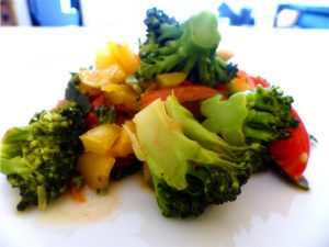 heuschnupfen, essen gegen heuschnupfen, vegan, essen, rezept, brokkoli-paprika-bowl, brokkoli, paprika, bowl, rezepte, allergiezeit
