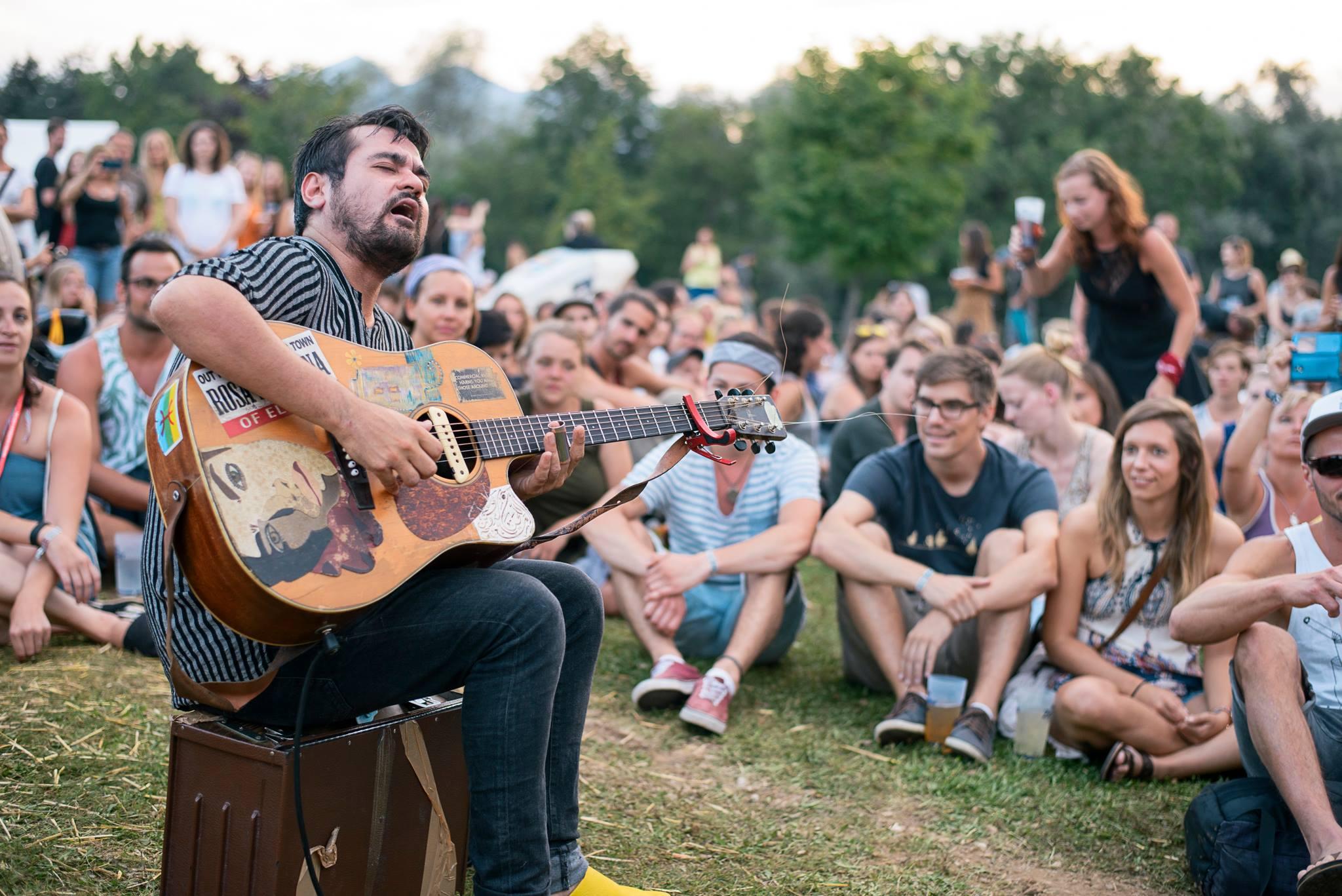 acoustic lakeside, sonnegger see, sittersdorf, kaernten, gitarrist