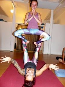 acroyoga, yoga-lehrerin, akrobatik, trendsport, test, thursday flight club