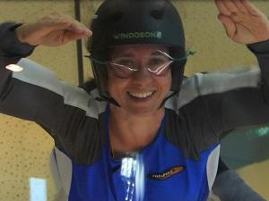 windobona, anfaengerin, windkanal, indoor-skydiving, frau