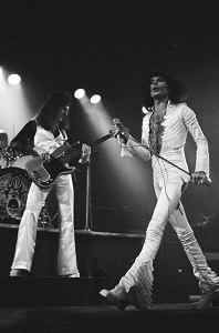 queen top 10, besten lieder, queen songs, hits, freddy mercury, john deacon, live, auftritt, konzert, a night at the odeon, bohemian rhapsody, killer queen