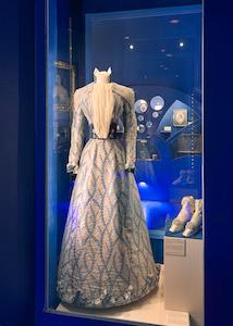 kleid, schuhe, kaiserin elisabeth, sisi museum, exponat, ausstellung, wiener hofburg, sisi