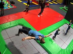 jumpmaxx, trampolinhalle, liesing, salto, trampoline