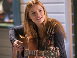 midnight sun, katie, bella thorne, gitarre
