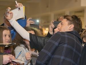 Patrick Schwarzenegger, Schwarzenegger Sohn, Wien, Selfie, Fans