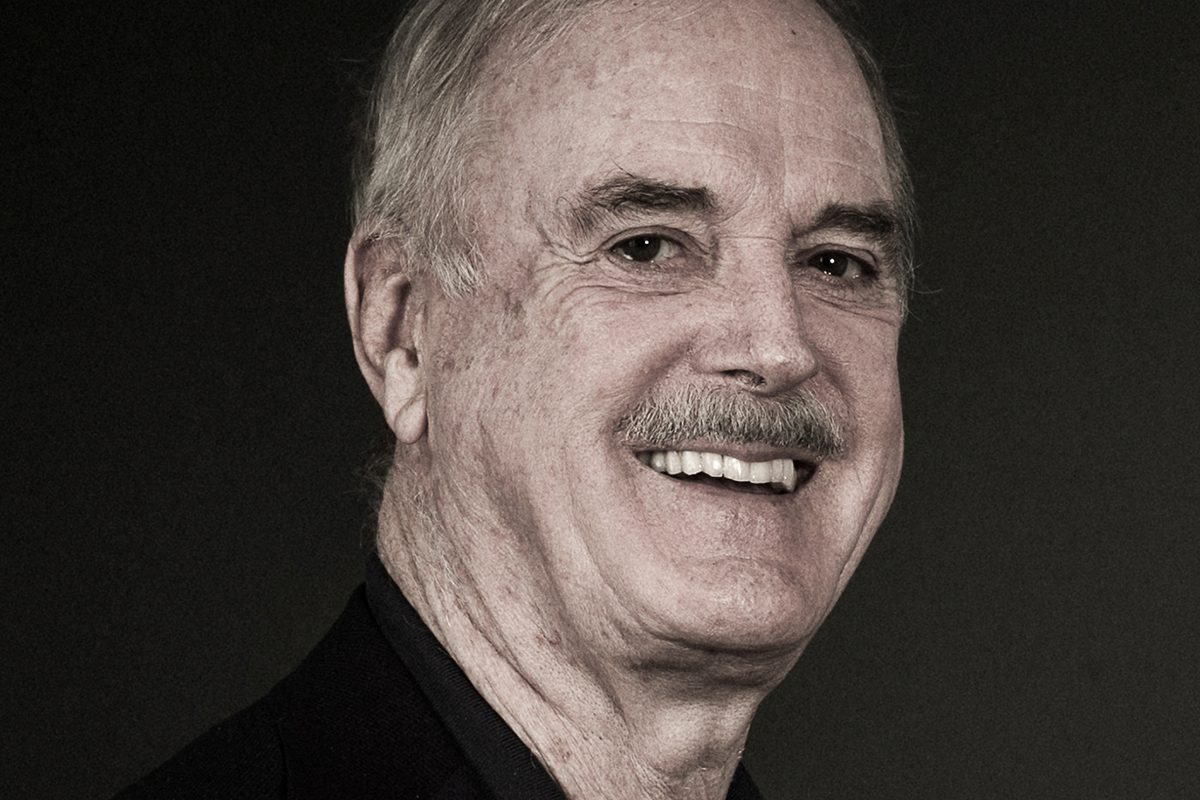 John Cleese: Bevor er stirbt, erobert der schwarze Ritter Wien
