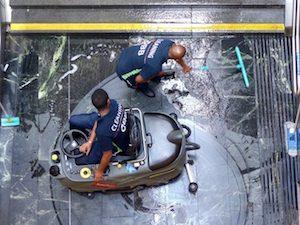 siegerfoto thema handwerk, viennergy fotorally 2017, öbb mitarbeiter reinigen stufen