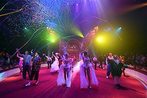 circus roncalli, tournee, show, finale, künstlerinnen, lichtshow