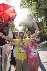 kinder, clowns, prater hauptalle, wien, rote nasen