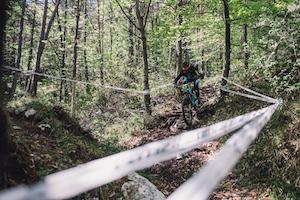 scott enduro rennen, wettbewerb, fahrer, mountainbiker, wald