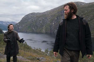 dr. halvorson, schauspieler guy pearce, steinar, schauspieler jóhannes haukur jóhannesson, klippe, fjord, norwegen