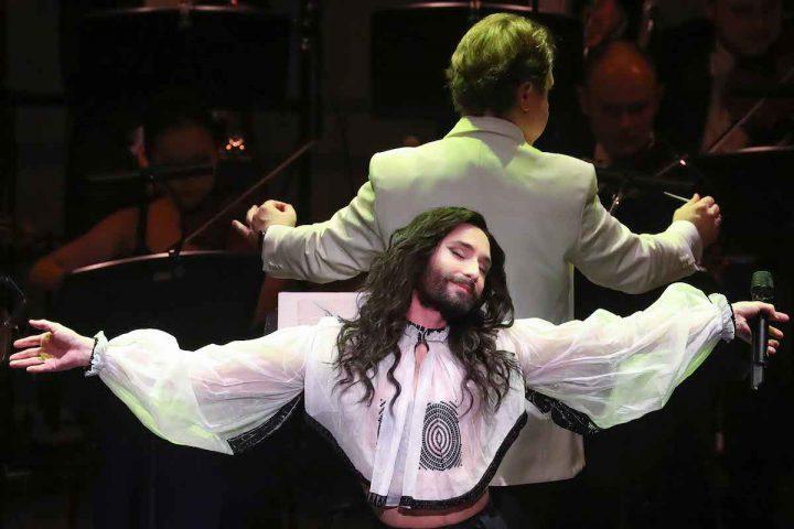 Conchita und die Wiener Symphoniker – From Vienna with Love