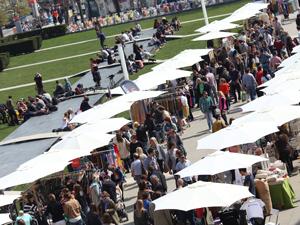 Design-Events, WAMP, Designmarkt, Markt, MuseumsQuartier, Menschen, Stände, Schirme, Wiese