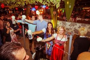 Kolariks, Oktoberfest, Luftburg, Maßbierstemmen, Gastgarten, Spielecorner