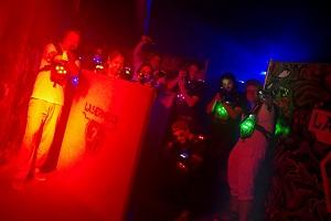 lasermaxx, lasertag, wien, 9, gruppe, laserpistolen, hindernis