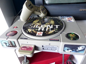 playstation 1, nostalgie, aufkleber, silent hill, controller, memory card