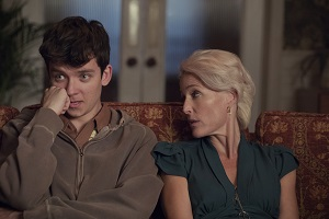 asa butterfield, gillian anderson, sex education, szene, couch