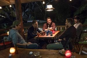 Ben Affleck, Pedro Pascal, Charlie Hunnam, Oscar Isaac, Garret Hedlund, Bar, Getränke, Besprechung, Aschenbecher