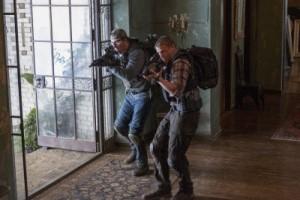Triple Frontier, Netflix, Film, Kritik, Maschinengewehre, zwei Männer