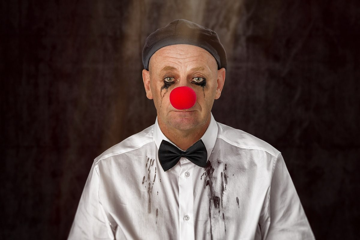 Alf Poier – Kritik zum neuen Programm: Humor im Hemd