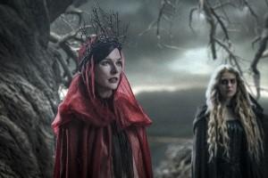 Milla Jovovich, Baum, Äste, junge Hexe, Mantel, Krone, Hellboy, Film