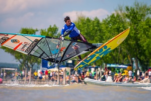 Freestyle Surfer am Neusiedler See, Trick, Sprung