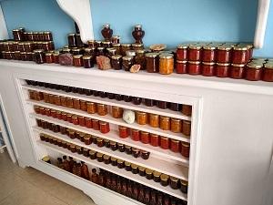 carlos pension, restaurant, akrotiri, santorin, griechenland, regal, pestos, marmeladen