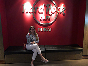 hard rock cafe dubai, essen, souvenir, live musik