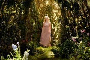 Elle Fanning, Aurora, Maleficent, Wald, Bäume, Blumen, Sonnenlicht, Kino, Disney